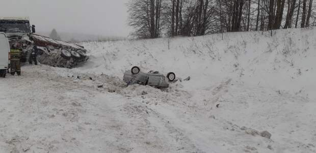 В Воткинском районе Удмуртии погиб водитель легковушки