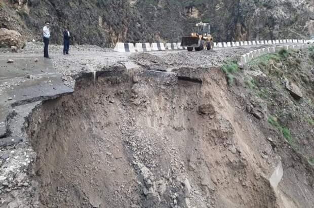 Ливни привели к разрушению дорог в нескольких районах Дагестана