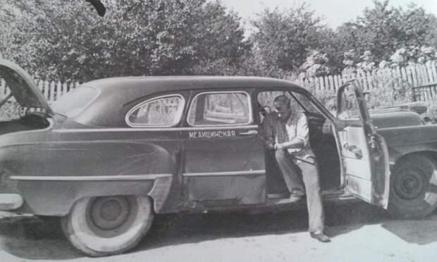 10. Видавший виды ЗИМ, на медицинской работе. Использование подобных машин на службе у врачей было распространенной практикой. СССР, авто, автомобили, олдтаймер, ретро авто, ретро техника, ретро фото, советские автомобили