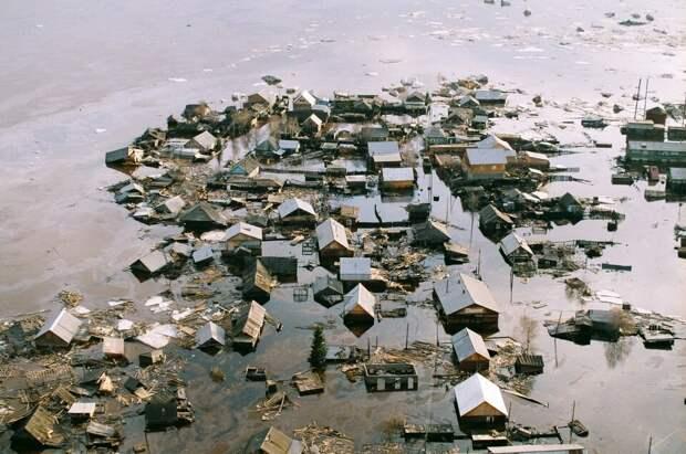 Фото из открытых источников. Город Ленск, страшное наводнение.