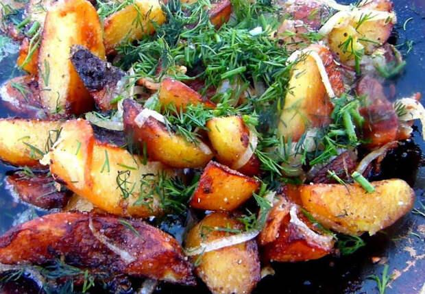 Картошка как в деревне: жарим с луком и зеленью