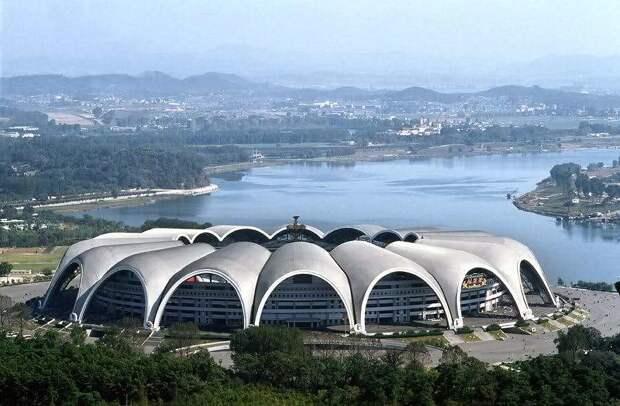 Стадион Первого мая – самый большой стадион в мире, построенный в Северной Корее