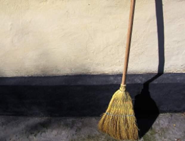 В доме на Привольной подъезд очистили от пыли и грязи на всех этажах