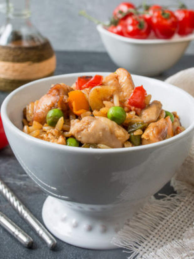 БЛЮДО ВЫХОДНОГО ДНЯ. Жаренный рис с курицей и сладким перцем