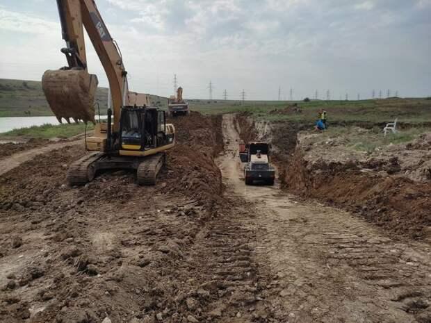 Под Керчью началось строительство дамбы