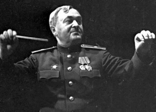 Зачем Сталин во разгар войны изменил гимн СССР