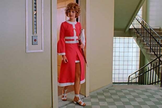 иван васильевич меняет профессию платье выходит из лифта
