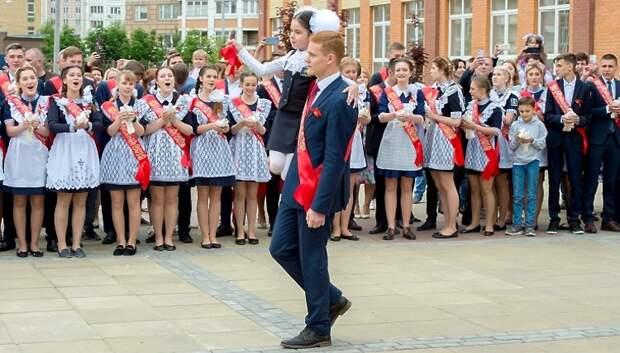Пестов поздравил выпускников школы №35 в Кузнечиках с последним звонком