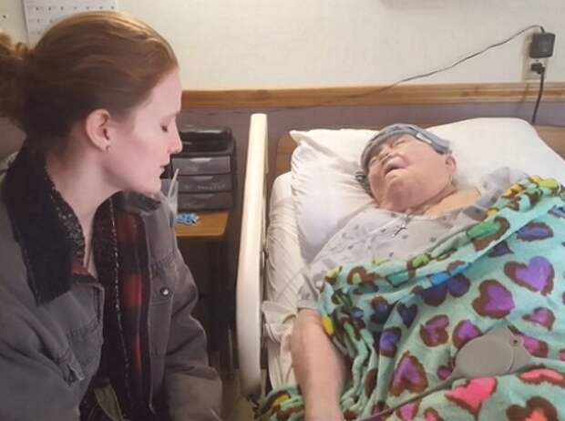 Медсестра каждый день заботилась о больной женщине, и однажды показала свои истинные чувства