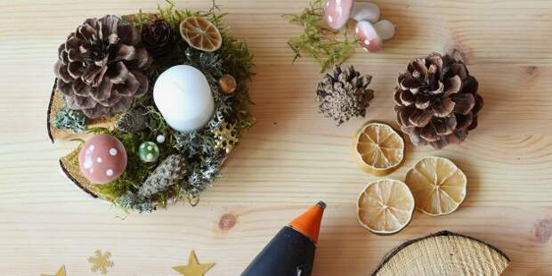 Новогодние украшения на дачу: композиция на стол