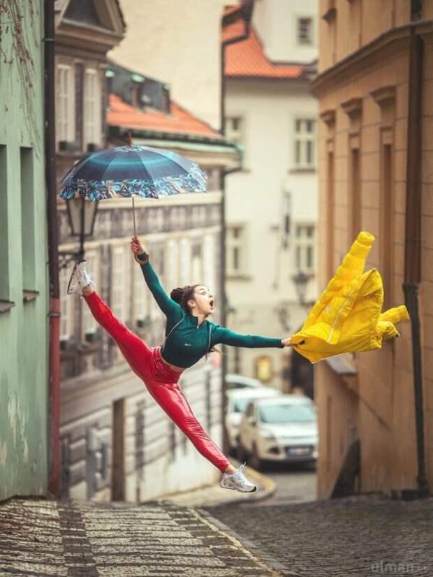 Весь мир— это сцена: динамичные фото танцоров наулицах ипляжах отАнны Ульман