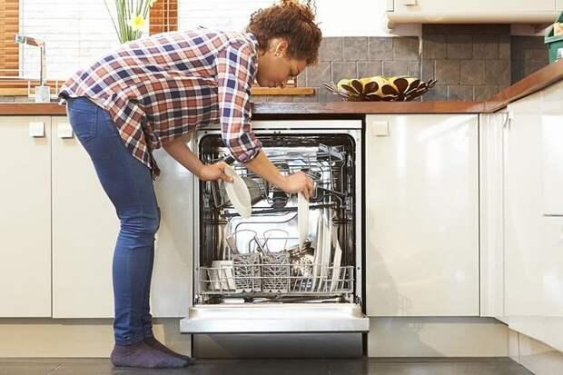 Даже новейшая посудомоечная машина не всегда справляется идеально.