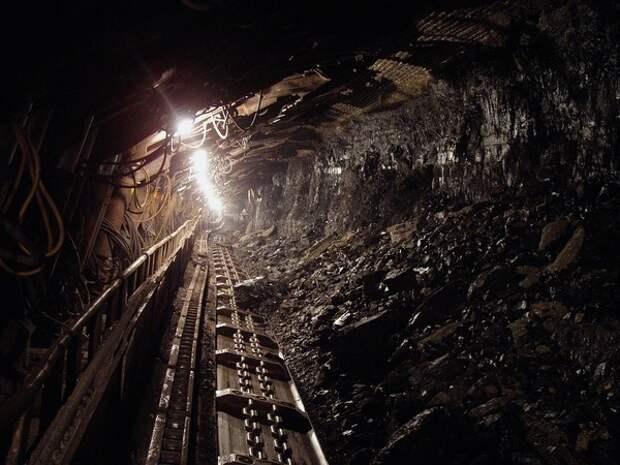 Рабочий погиб при аварии на шахте в Кузбассе