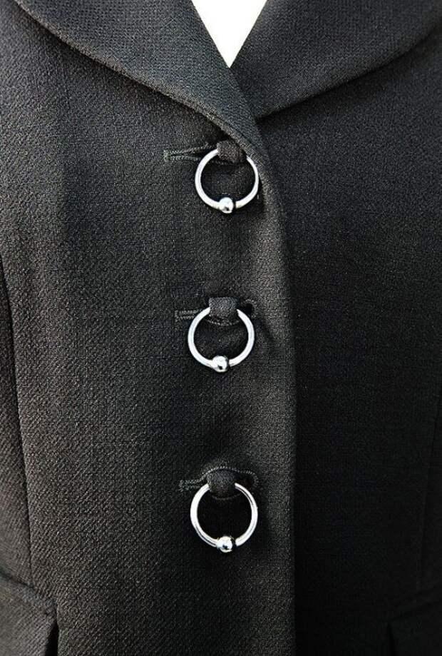 креативная застежка одежды пирсинг