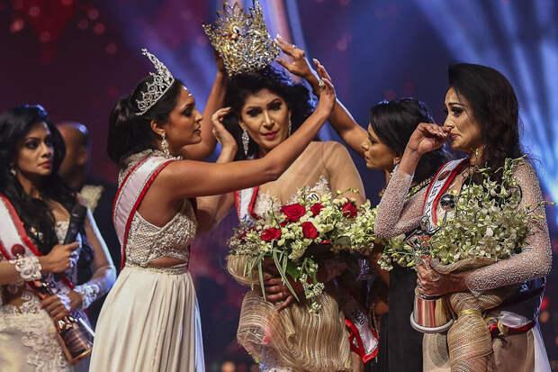 Финалистки конкурса красоты в Шри-Ланке подрались за корону