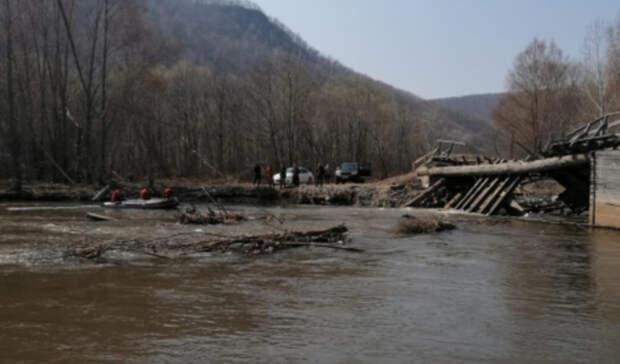 Приморцев, пропавших после падения «Лексуса» с моста, признали погибшими
