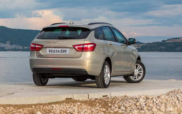 «АвтоВАЗ» вывел на тесты обновленный универсал Lada Vesta 2021 года
