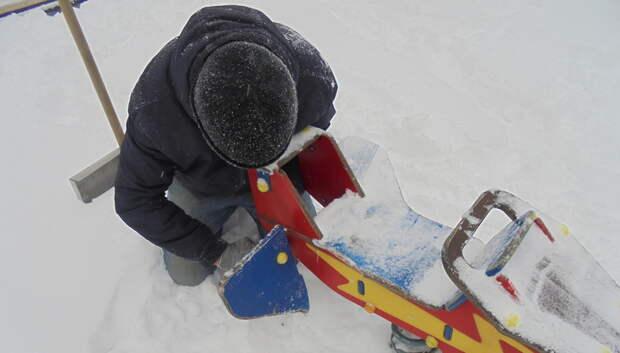 Детскую качалку отремонтировали на площадке в лесопарке «Березки» Подольска