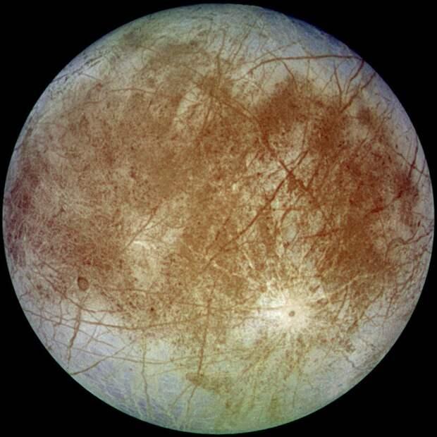 «Хаббл» подтвердил наличие водяного пара в атмосфере Европы