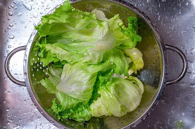 Блогер показала способ очищения овощей и фруктов от мелких вредителей