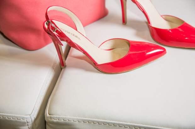 Роскачество проверило женские туфли