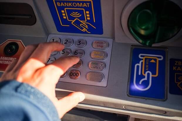 Хакеры стали вдвое чаще красть деньги с банковских счетов россиян