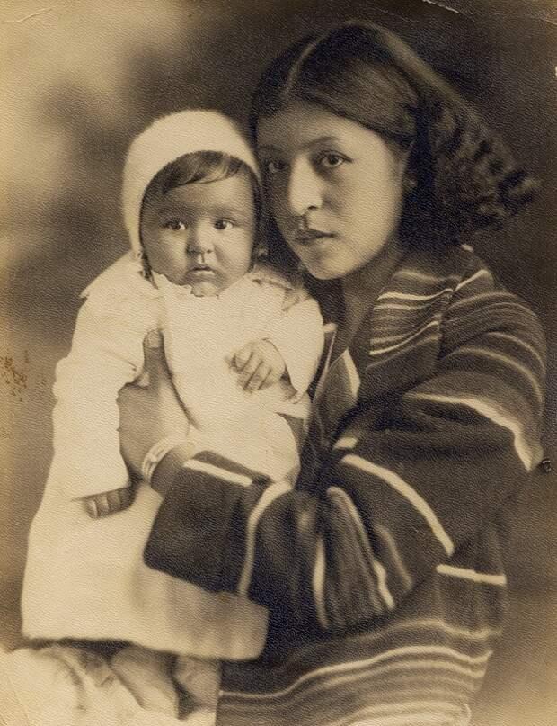 Женщина с ребенком из народа чероки. Фото