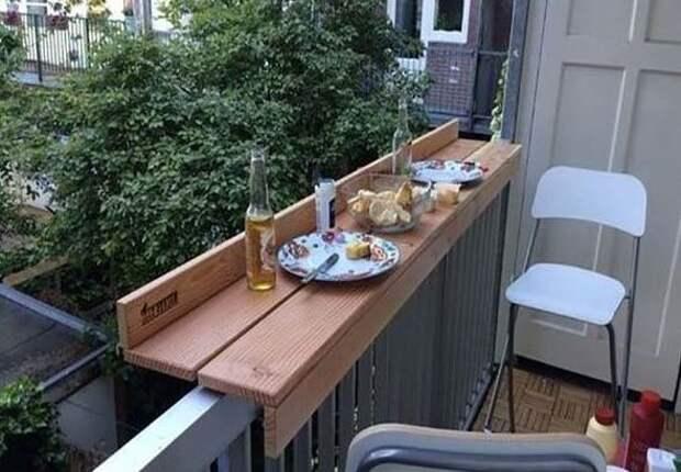 А если балкон не остеклен, то можно сделать такой столик Фабрика идей, балкон, дизайн, идеи, маленький, экономия пространства