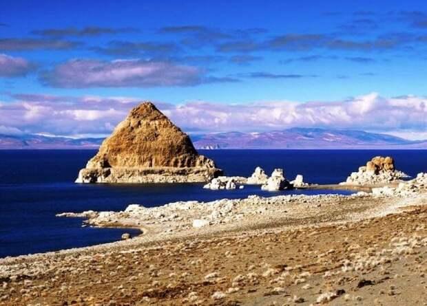 Мистическая история озера Пирамид. Почему местным снятся странные сны