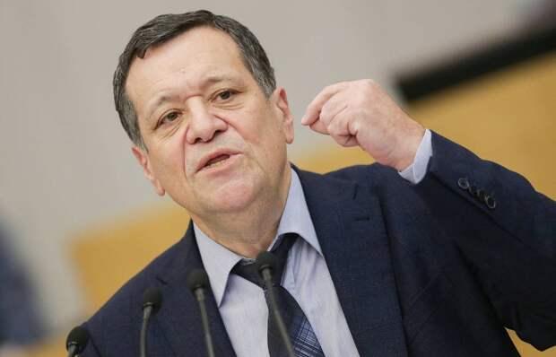 Депутат ГД от «Единой России» назвал бесплатную раздачу масок людям «бесчеловечным пиаром»