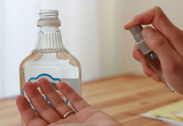Не используйте спирт как антисептик, иначе иссушите кожу рук / Фото: recreoviral.com