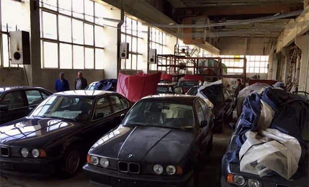 Старый склад забыли на 25 лет. Когда открыли внутри нашли 11 машин-раритетов