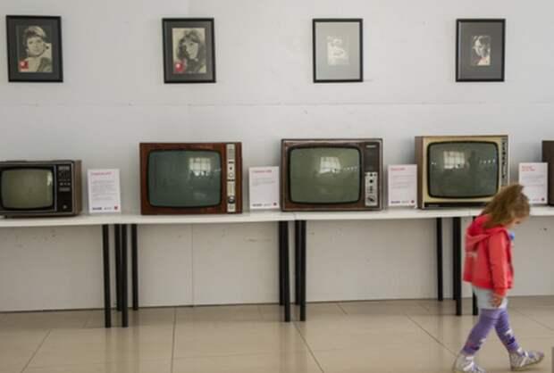 Россияне проводят все меньше времени у телевизора