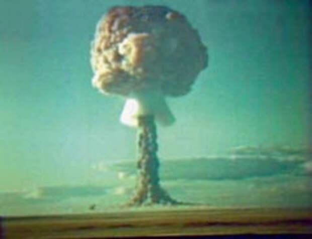 Взрыв на Семипалатинском полигоне