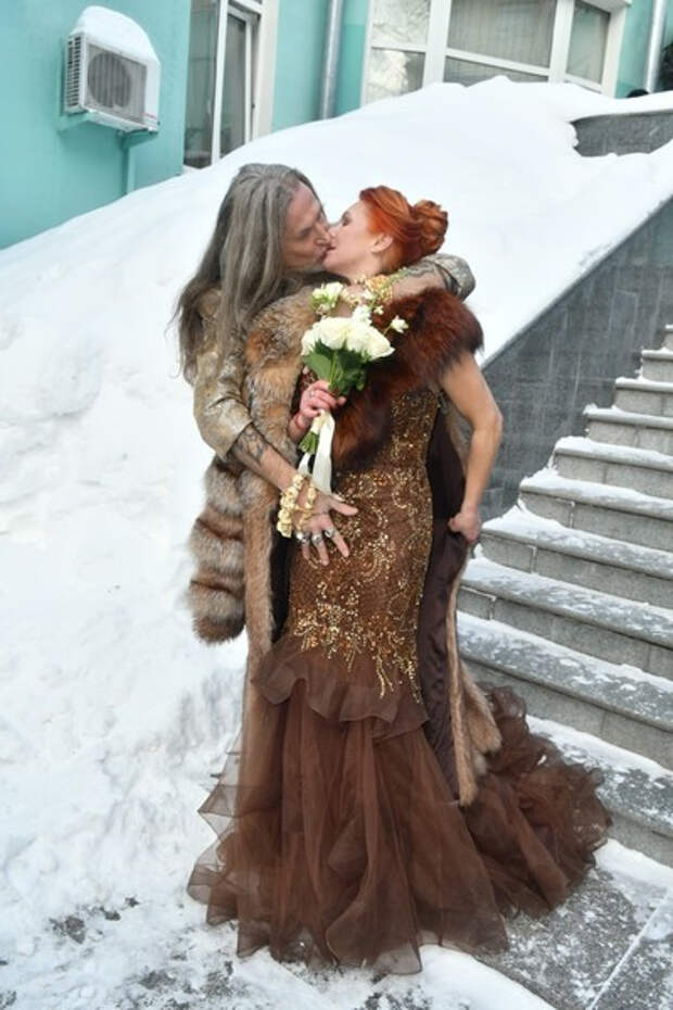 Слезы радости, оккультные подарки и гости-изгои: Никита Джигурда и Марина Анисина празднуют свадьбу в Москве – онлайн