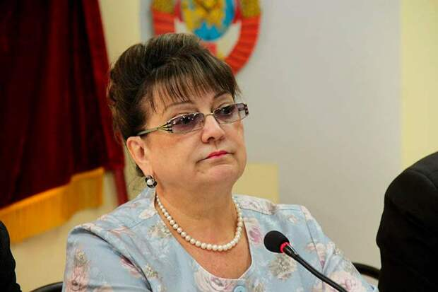 Депутат от КПРФ Алимова эмоционально отреагировала на решение единороссов спать до обеда