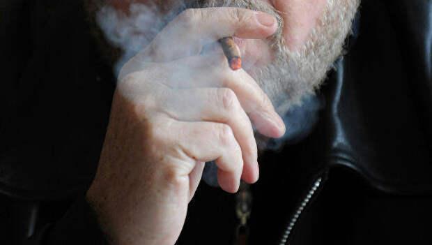 Пугающие фото 52-летнего курильщика, который пыхтел 30 лет по пачке в день