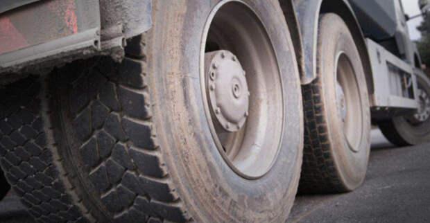 В Тамбовской области самосвал задавил рабочего, пытавшегося вручную толкнуть застрявший автомобиль