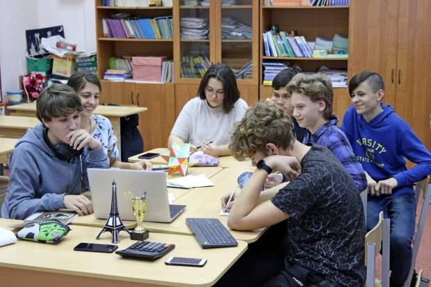 Девятиклассники из школы на Новгородской победили в математической игре