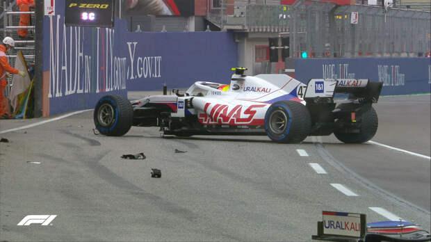 Шумахер сломал переднее антикрыло за машиной безопасности