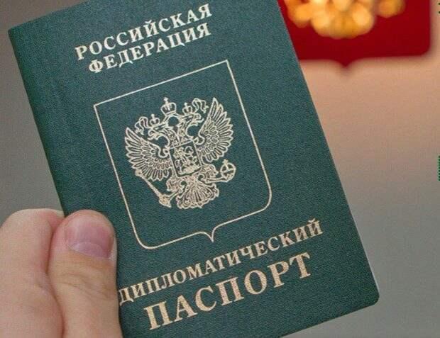 Москва, страны ЕС и США взаимно выслали около 150 дипломатов и сотрудников посольств