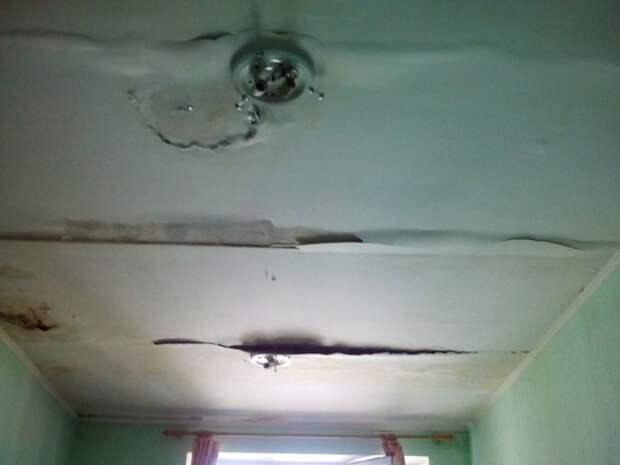 В больнице Крыма бабушки «плавают» на матрасах