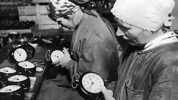 Прибывшие на советские предприятия иностранные рабочие зачастую отмечали нехватку и низкое качество рабочего инструмента, нерациональное использование строительных материалов и слабую логистику на производстве