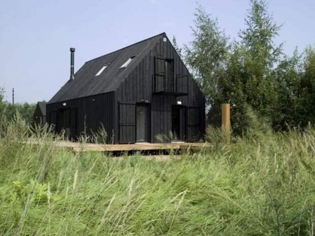 Ранее такие строения назывались сараями. Теперь, благодаря умелым рукам архитекторов, такие дома стали называть современным деревянным домом.