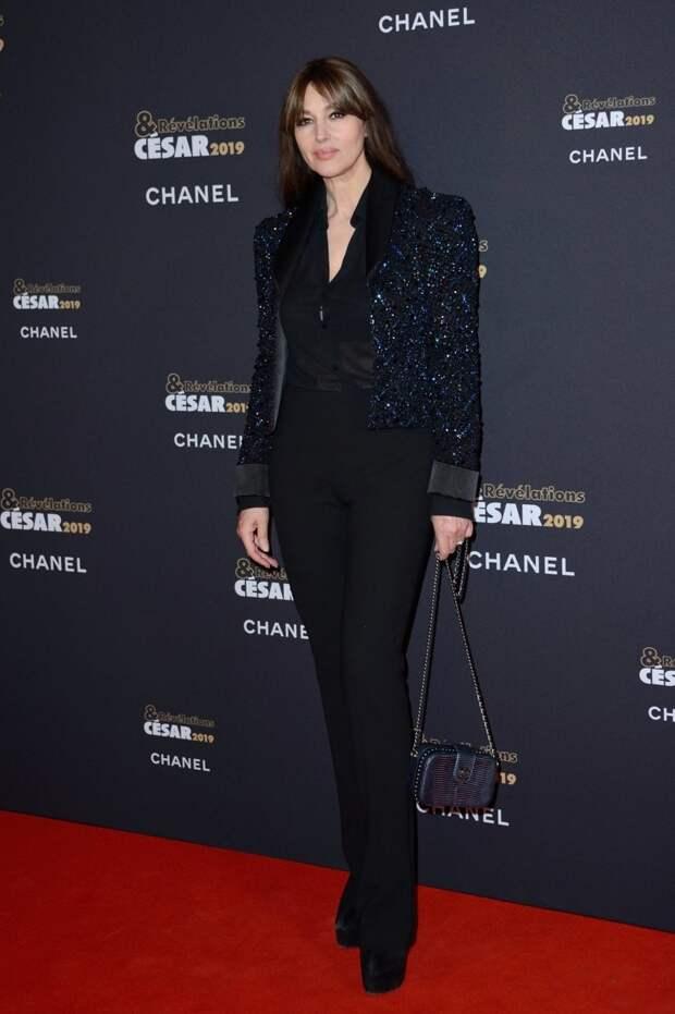 56-летняя Беллуччи в полупрозрачном платье снялась для французского журнала