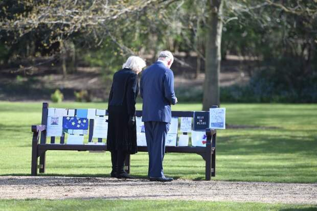 Принц Чарльз и герцогиня Камилла совершили первый совместный выход с начала траура по принцу Филиппу
