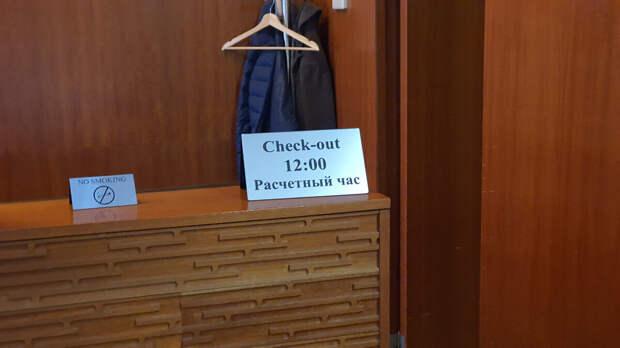 """Стол регистрации. Отель """"Пятый угол"""". Санкт-Петербург"""
