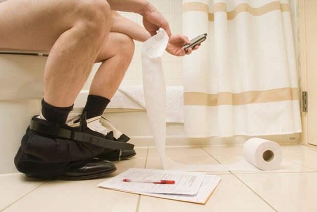 5 важных причин не брать смартфон в туалет