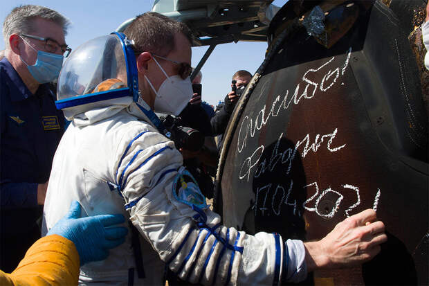 """Космонавт Рыжиков назвал """"достаточно хорошим"""" состояние МКС"""