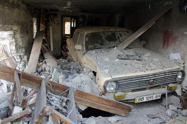 Луганск, как и Донецк, все также подвергается обстрелам